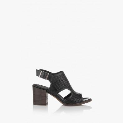 Дамски сандали в черно Ейприл