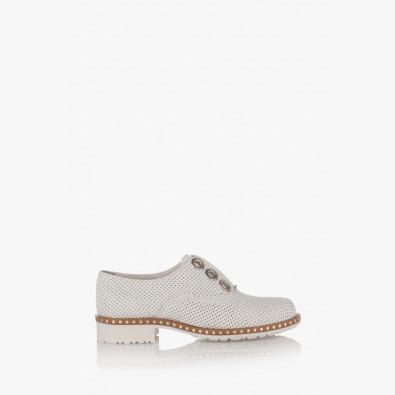 Дамски перфорирани обувки в бяло Кая