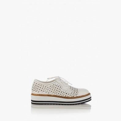 Кожени дамски обувки с перфорация Санта в бяло