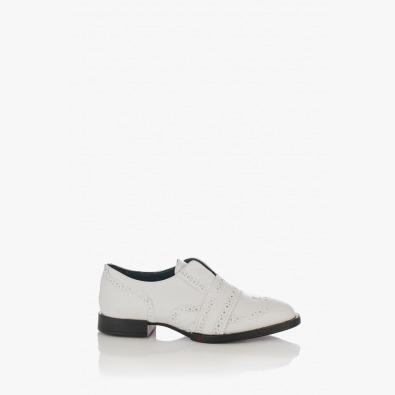 Бели дамски обувки на ниско ходило Киара