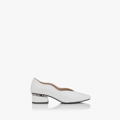 Дамски обувки в бял лак Нора