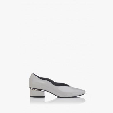 Елегантни дамски обувки на ток Нора сив лак