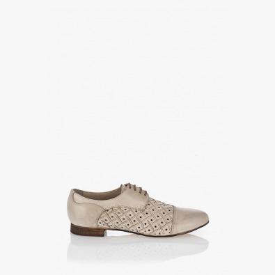 Бели дамски обувки