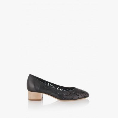 Черни дамски перфорирани обувки Алма