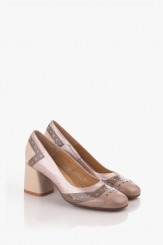 Дамски обувки на ток в бежов лак