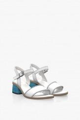 Дамски сандали в бяло с цветен ток