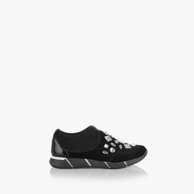 Дамски спортни обувки с камъни в черно Зари